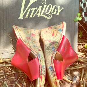 BOC Red Leather Floral Wedge Platforms Size 8 EUC